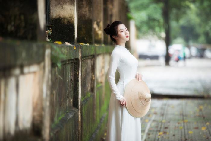Miss Model 2020 Hà Phương đẹp dịu dàng trong lần đầu diện áo dài Ảnh 5