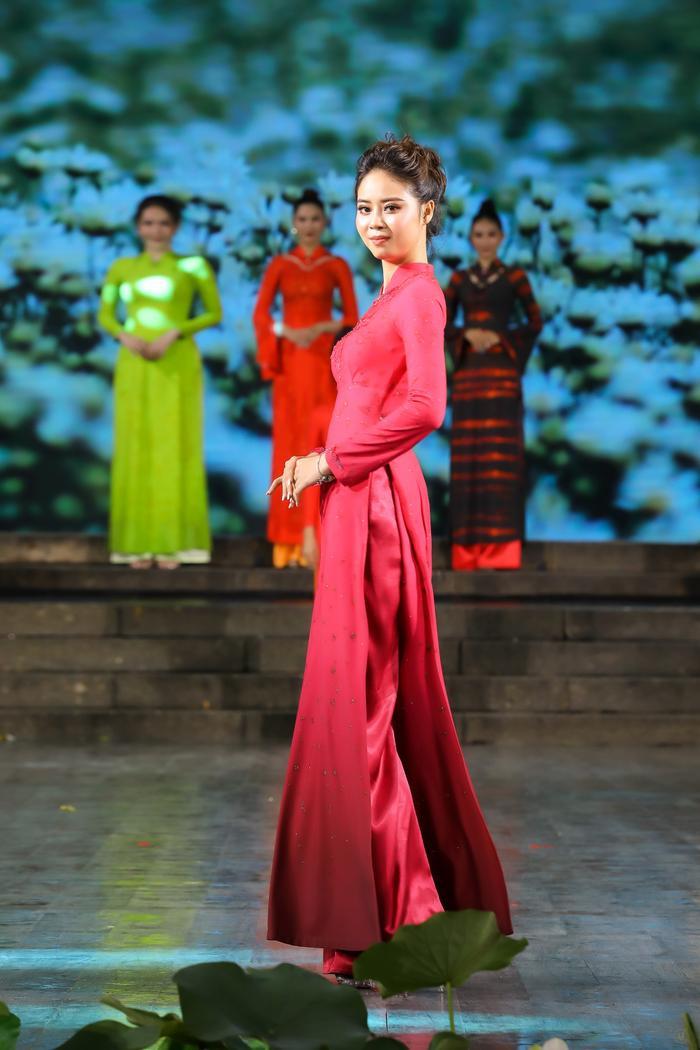 Những thiết kế áo dài màu sắc giúp tôn dáng nịnh da cho phụ nữ Ảnh 4