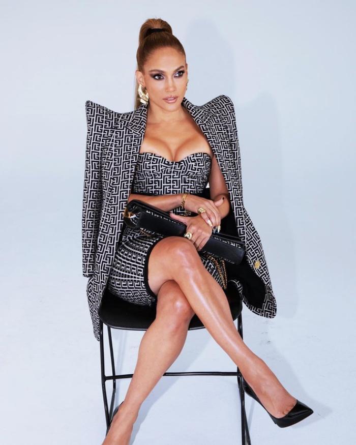 Jennifer Lopez hút mắt trong bộ váy cúp ngực tôn vòng 1 cực khủng Ảnh 5