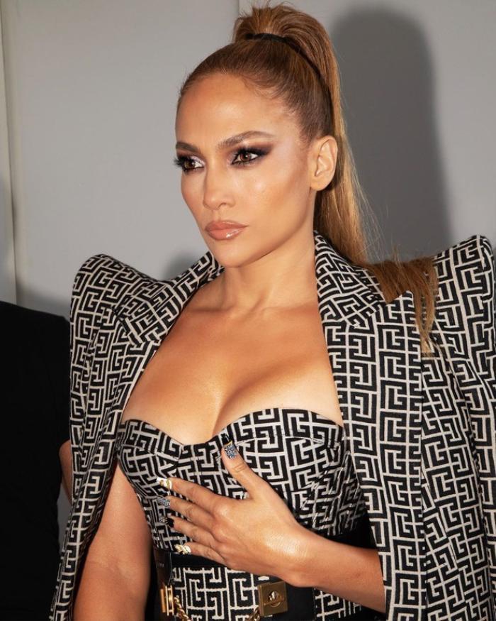 Jennifer Lopez hút mắt trong bộ váy cúp ngực tôn vòng 1 cực khủng Ảnh 4