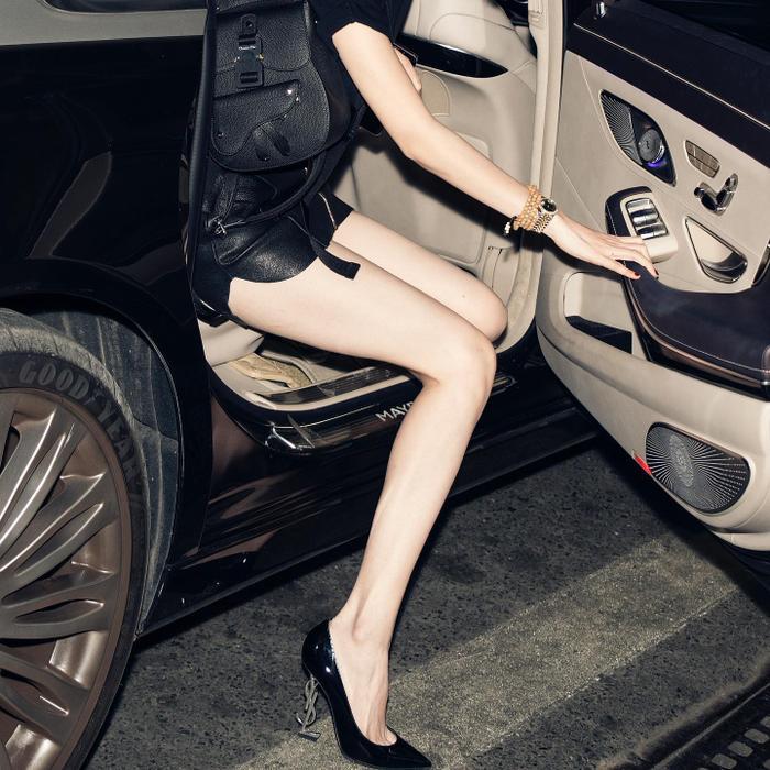 Vừa gây choáng vì đôi giày hình bộ phận sinh dục nam, Ngọc Trinh tiếp tục tậu giày độc lạ Ảnh 7