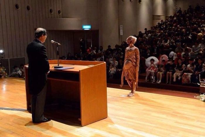 Độc đáo buổi nhận bằng tốt nghiệp của sinh viên Nhật Bản, thỏa sức sáng tạo trang phục thay vì mặc áo cử nhân truyền thống Ảnh 13