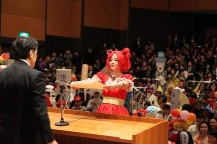 Độc đáo buổi nhận bằng tốt nghiệp của sinh viên Nhật Bản, thỏa sức sáng tạo trang phục thay vì mặc áo cử nhân truyền thống Ảnh 2