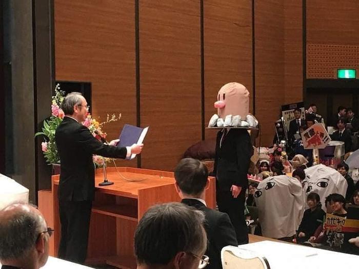 Độc đáo buổi nhận bằng tốt nghiệp của sinh viên Nhật Bản, thỏa sức sáng tạo trang phục thay vì mặc áo cử nhân truyền thống Ảnh 4