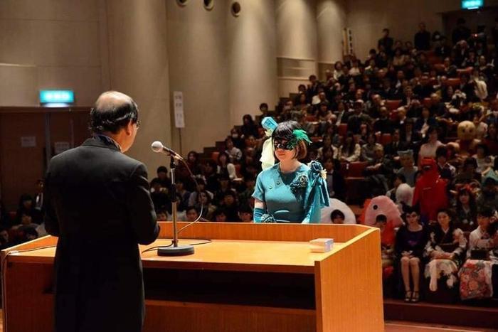 Độc đáo buổi nhận bằng tốt nghiệp của sinh viên Nhật Bản, thỏa sức sáng tạo trang phục thay vì mặc áo cử nhân truyền thống Ảnh 12