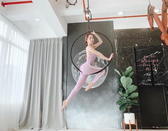 Sao Việt lên cơn sốt giảm cân bằng các môn thể thao bay lơ lửng như tiên nữ Ảnh 1