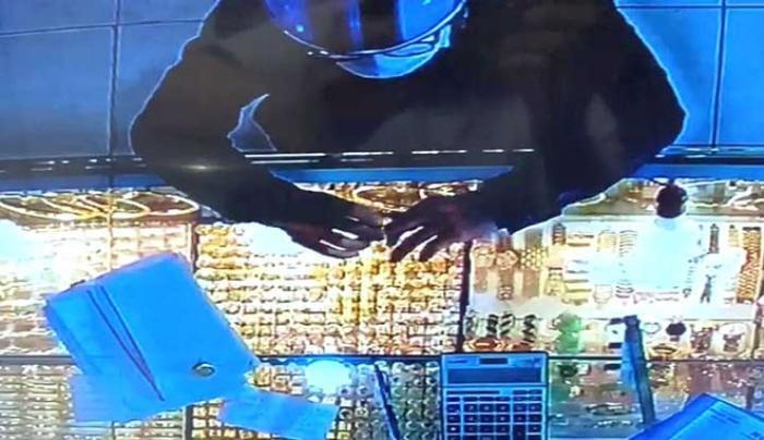 Truy bắt nam thanh niên vờ mua rồi cướp 2 nhẫn vàng trị giá hơn 100 triệu ở TP.HCM Ảnh 2