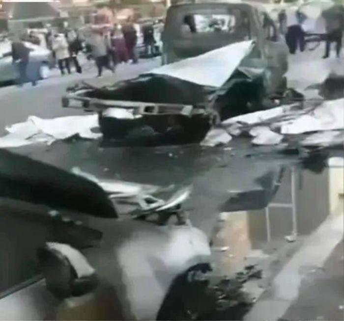 Clip: Khoảnh khắc xe tải chở gas nổ như bom, đỏ rực một góc phố Ảnh 2