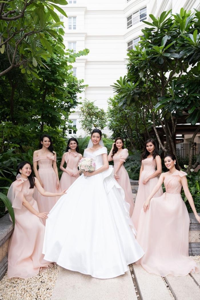 Khi các nàng hậu Việt làm phù dâu, cô dâu xinh đến mấy cũng thấp thỏm vì sợ bị chiếm sóng Ảnh 7