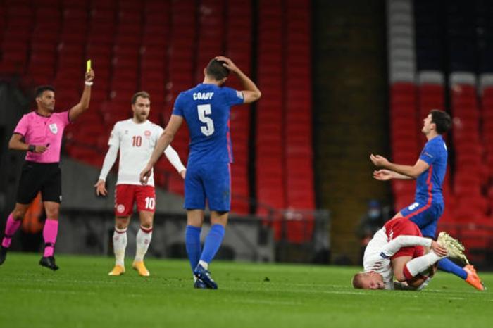 Đội trưởng MU bị đuổi khỏi sân, Anh thua đau Đan Mạch Ảnh 1