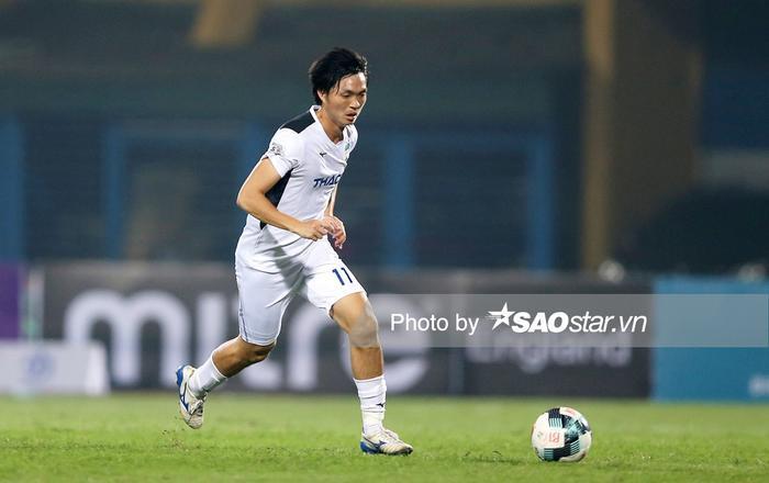 Tình huống gây tranh cãi từ chối 11m khiến HAGL thua thảm Hà Nội FC Ảnh 1