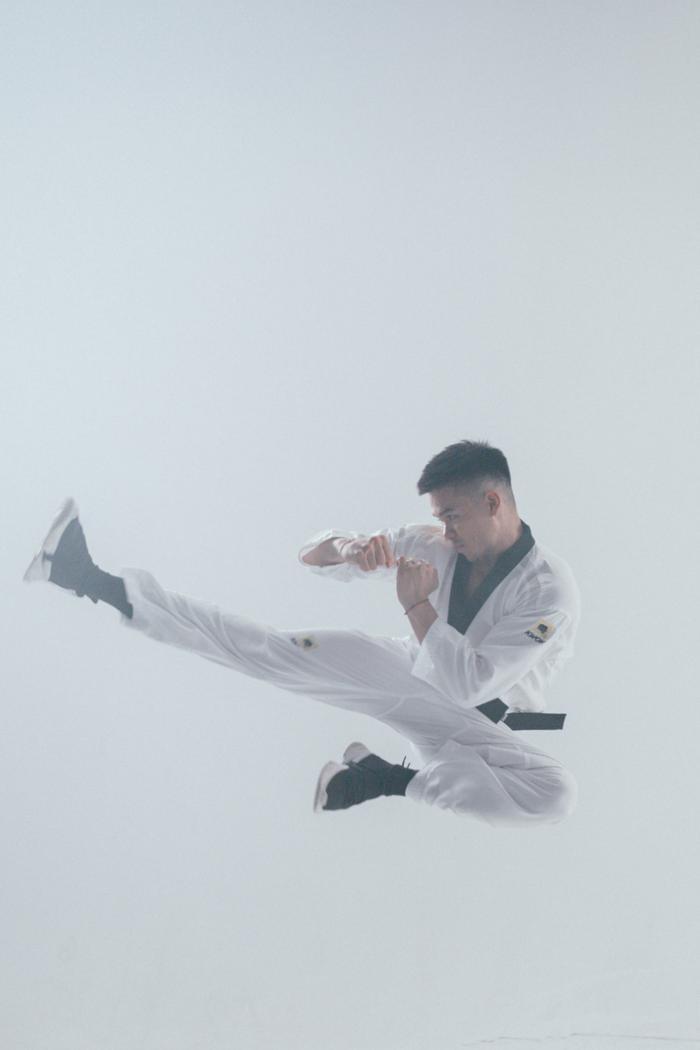 Hậu bùng nổ tại King of Rap, Trọng Hiếu khoe tài... múa cột điệu nghệ trong MV mới Ảnh 5