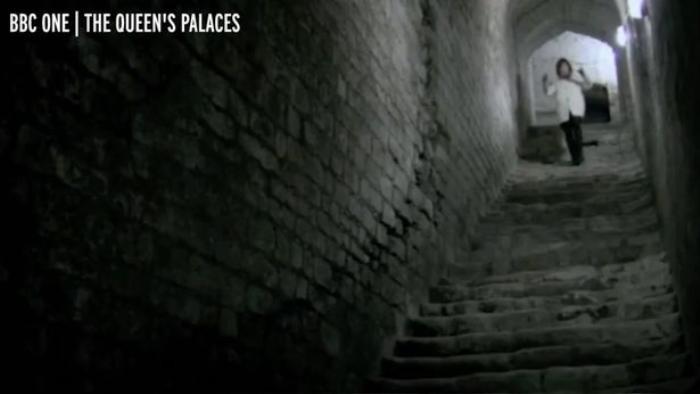 Đường hầm thoát hiểm 'ẩn nấp' trong Lâu đài Windsor của Nữ hoàng Anh Ảnh 4