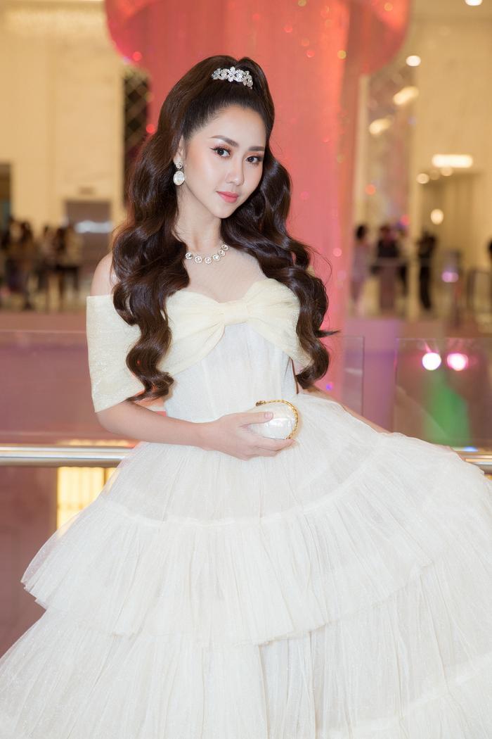 Nam Anh, Nam Em hóa thiên nga trên thảm đỏ, Linh Ka làm công chúa mong manh Ảnh 5