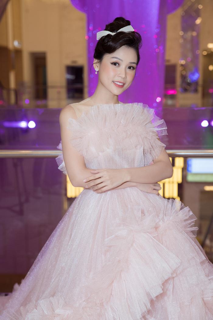 Nam Anh, Nam Em hóa thiên nga trên thảm đỏ, Linh Ka làm công chúa mong manh Ảnh 8