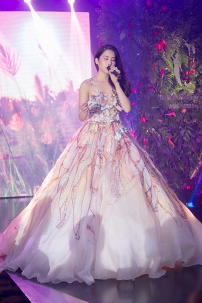 Hoa hậu Việt đồng loạt chọn áo dài để thi Tài năng, duy Nam Em 'đại thắng' với ý tưởng thú vị Ảnh 7