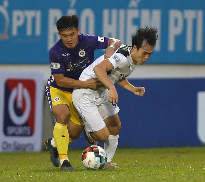 Kỳ lạ: Từ TPHCM đến HAGL đá với Hà Nội đều gặp bất lợi vì trọng tài Ảnh 1