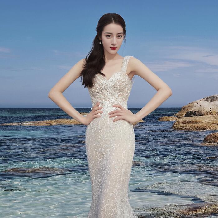 Fan ngây ngất vì Địch Lệ Nhiệt Ba & Angelababy mặc váy cưới đẹp như công chúa cổ tích Ảnh 13