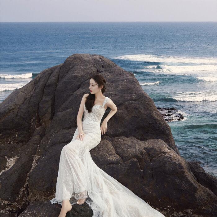 Fan ngây ngất vì Địch Lệ Nhiệt Ba & Angelababy mặc váy cưới đẹp như công chúa cổ tích Ảnh 14