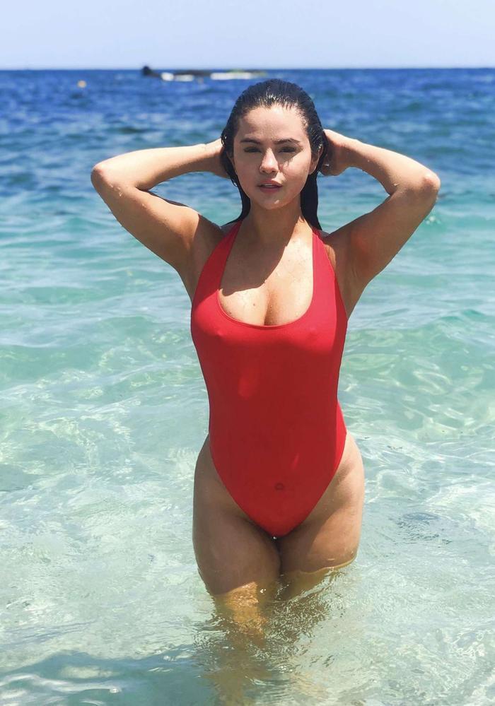 Lấy lại được vóc dáng thời hoàng kim, Selena Gomez tung hoành với bikini bốc lửa Ảnh 6