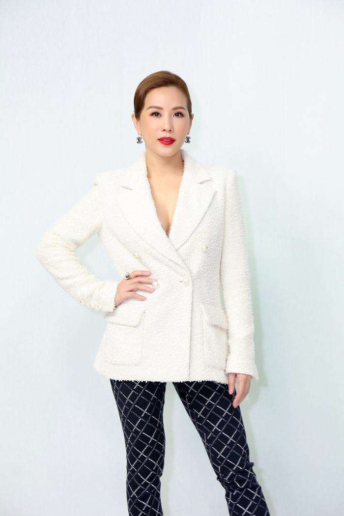 Hoa hậu Thu Hoài tiết lộ lí do phụ nữ thành đạt chọn yêu đàn ông nhỏ tuổi Ảnh 2