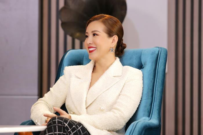 Hoa hậu Thu Hoài tiết lộ lí do phụ nữ thành đạt chọn yêu đàn ông nhỏ tuổi Ảnh 4