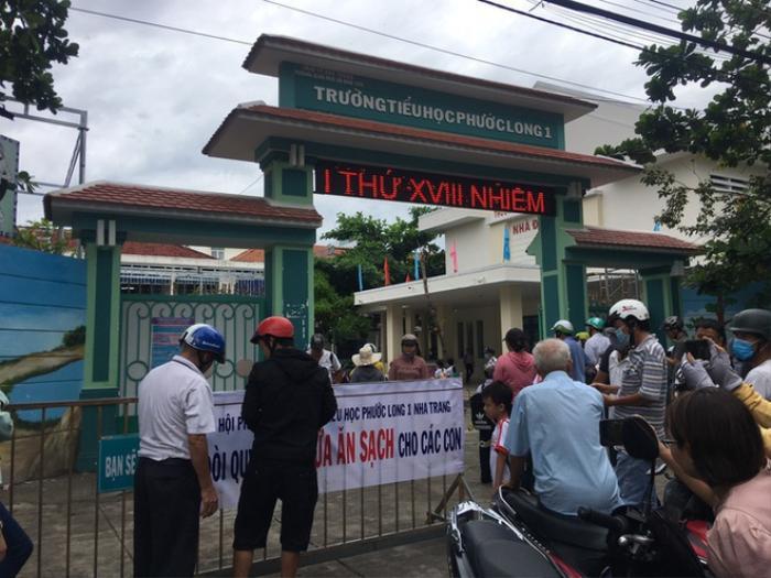 Một trường tiểu học ở Nha Trang bị tố cắt xén bữa ăn của học sinh Ảnh 1