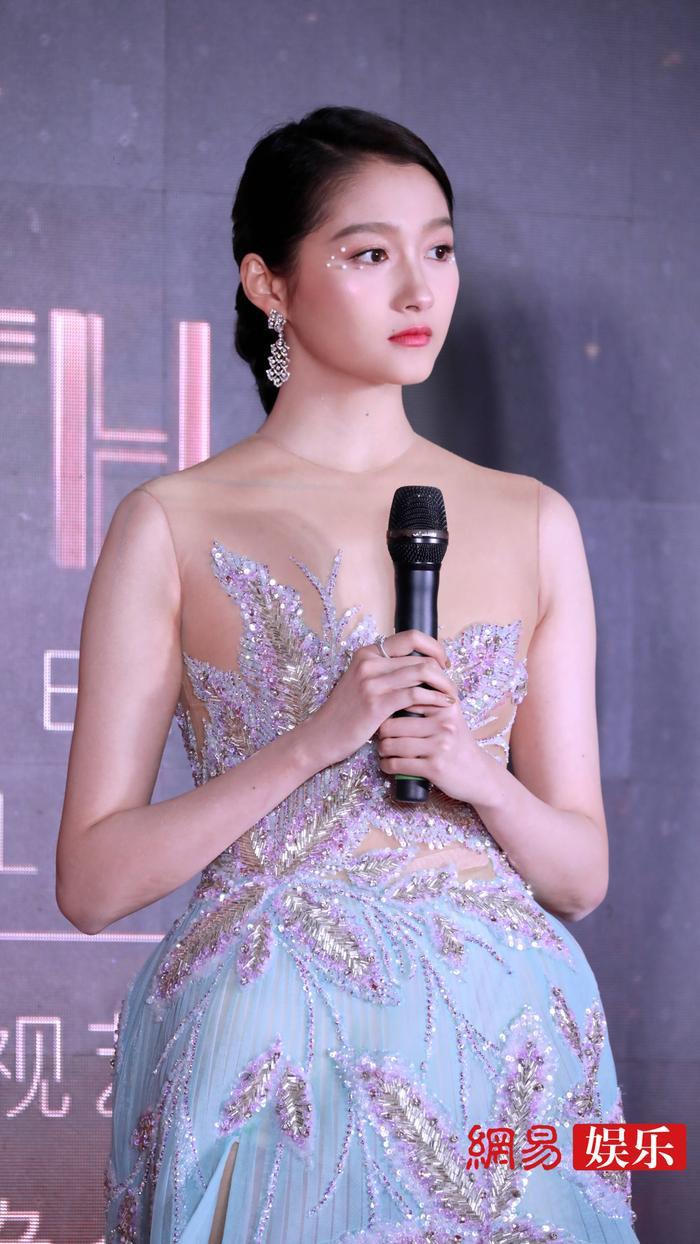 'Kim Ưng 2020': Tống Thiến trở thành nữ thần, Quan Hiểu Đồng kém sắc, Đàm Tùng Vận rạng rỡ bên Tống Uy Long Ảnh 34