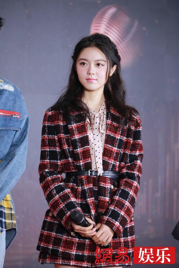 'Kim Ưng 2020': Tống Thiến trở thành nữ thần, Quan Hiểu Đồng kém sắc, Đàm Tùng Vận rạng rỡ bên Tống Uy Long Ảnh 29
