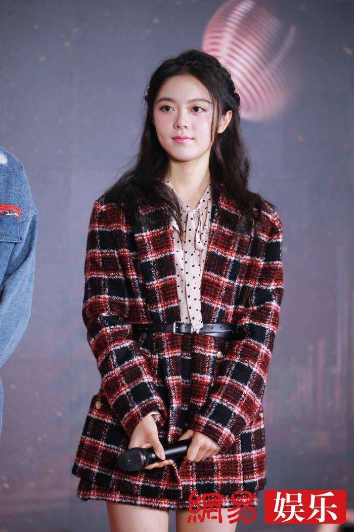 'Kim Ưng 2020': Tống Thiến trở thành nữ thần, Quan Hiểu Đồng kém sắc, Đàm Tùng Vận rạng rỡ bên Tống Uy Long Ảnh 27