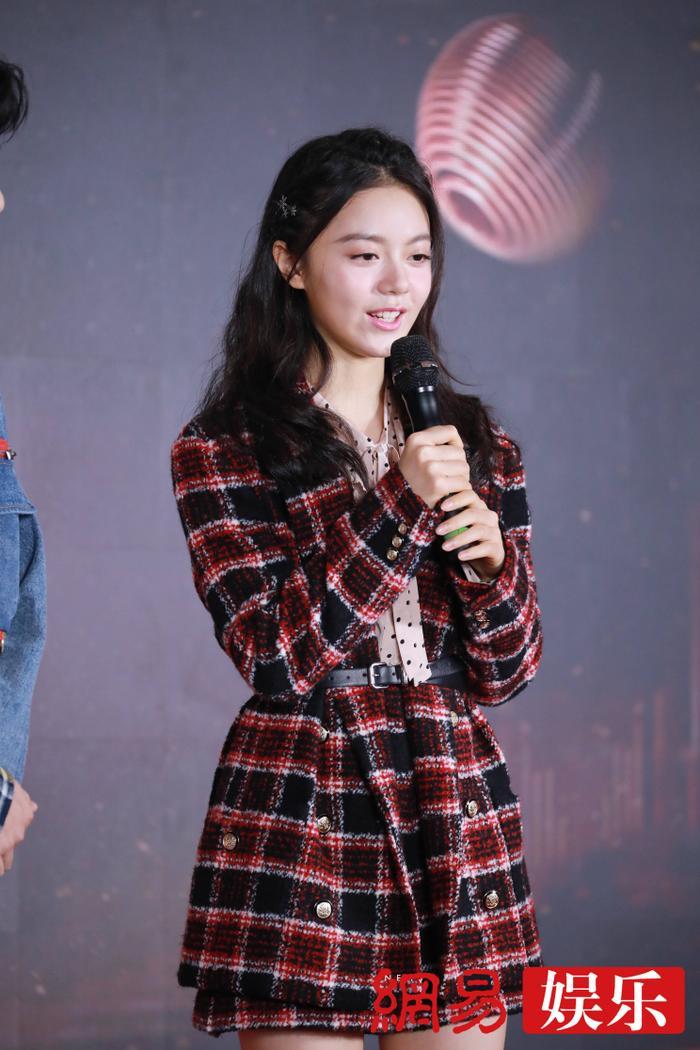 'Kim Ưng 2020': Tống Thiến trở thành nữ thần, Quan Hiểu Đồng kém sắc, Đàm Tùng Vận rạng rỡ bên Tống Uy Long Ảnh 28