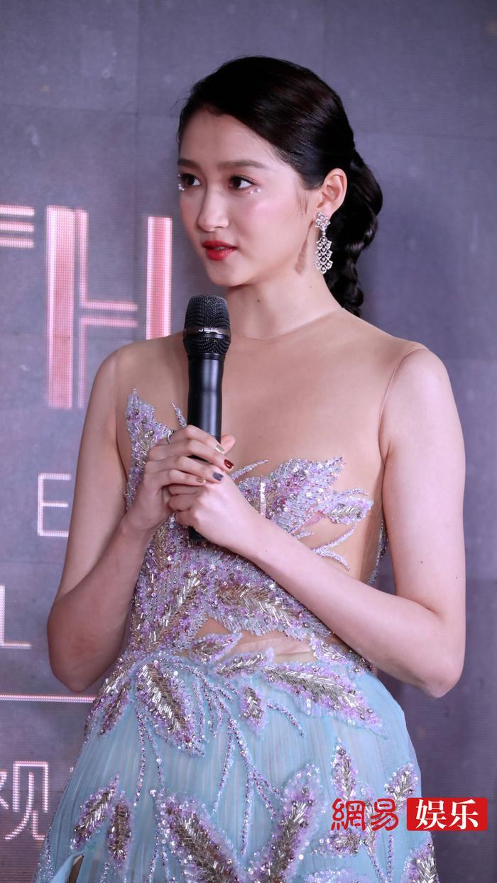 'Kim Ưng 2020': Tống Thiến trở thành nữ thần, Quan Hiểu Đồng kém sắc, Đàm Tùng Vận rạng rỡ bên Tống Uy Long Ảnh 31