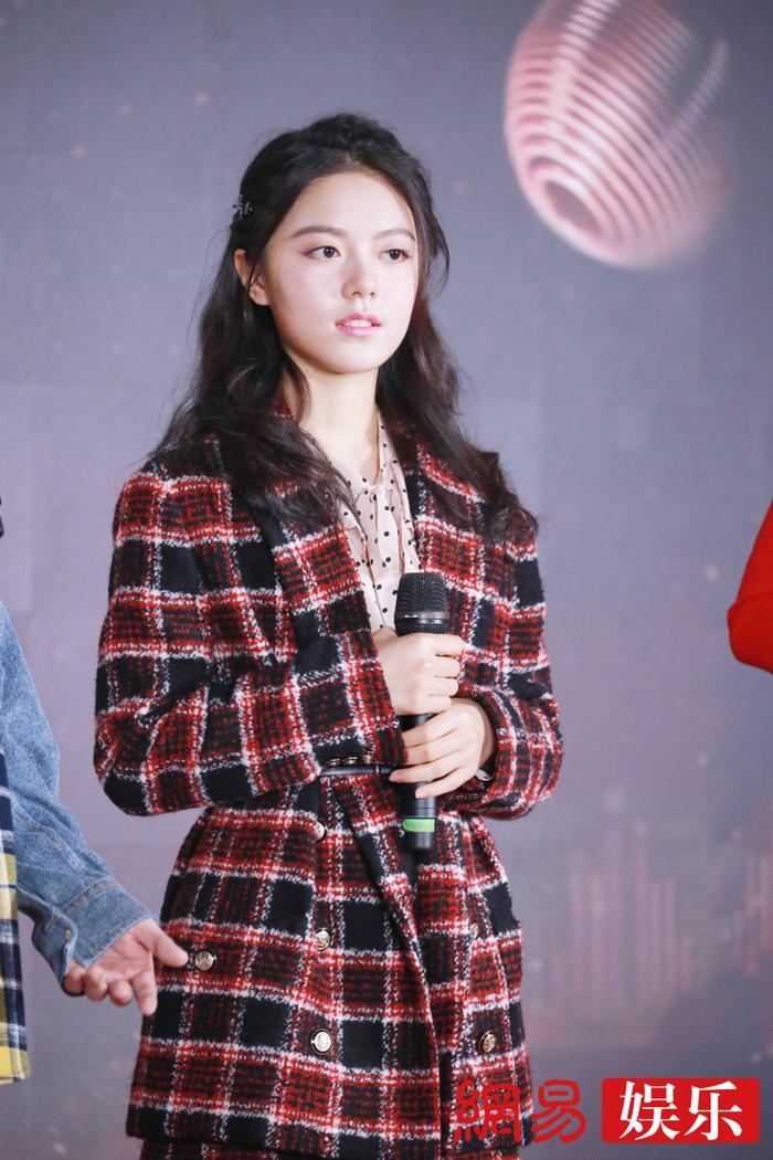 'Kim Ưng 2020': Tống Thiến trở thành nữ thần, Quan Hiểu Đồng kém sắc, Đàm Tùng Vận rạng rỡ bên Tống Uy Long Ảnh 24