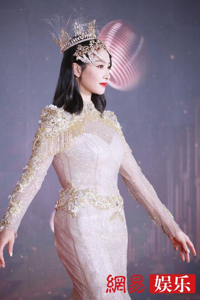 'Kim Ưng 2020': Tống Thiến trở thành nữ thần, Quan Hiểu Đồng kém sắc, Đàm Tùng Vận rạng rỡ bên Tống Uy Long Ảnh 58
