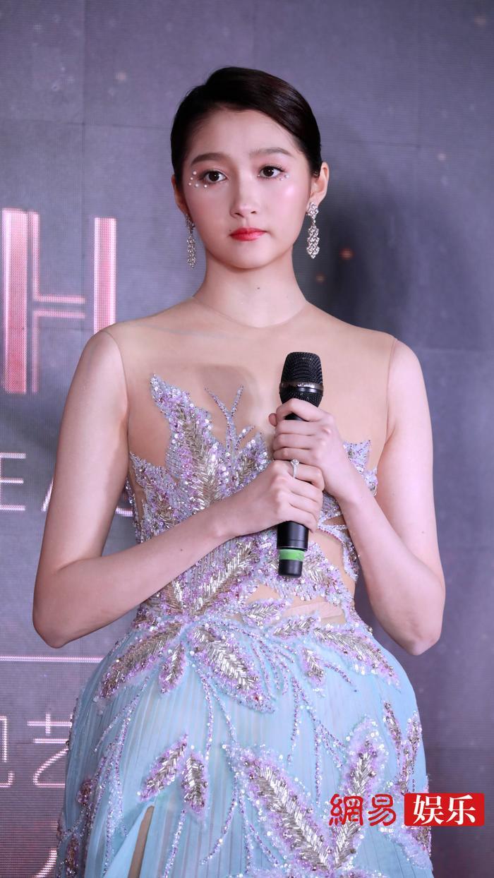 'Kim Ưng 2020': Tống Thiến trở thành nữ thần, Quan Hiểu Đồng kém sắc, Đàm Tùng Vận rạng rỡ bên Tống Uy Long Ảnh 33