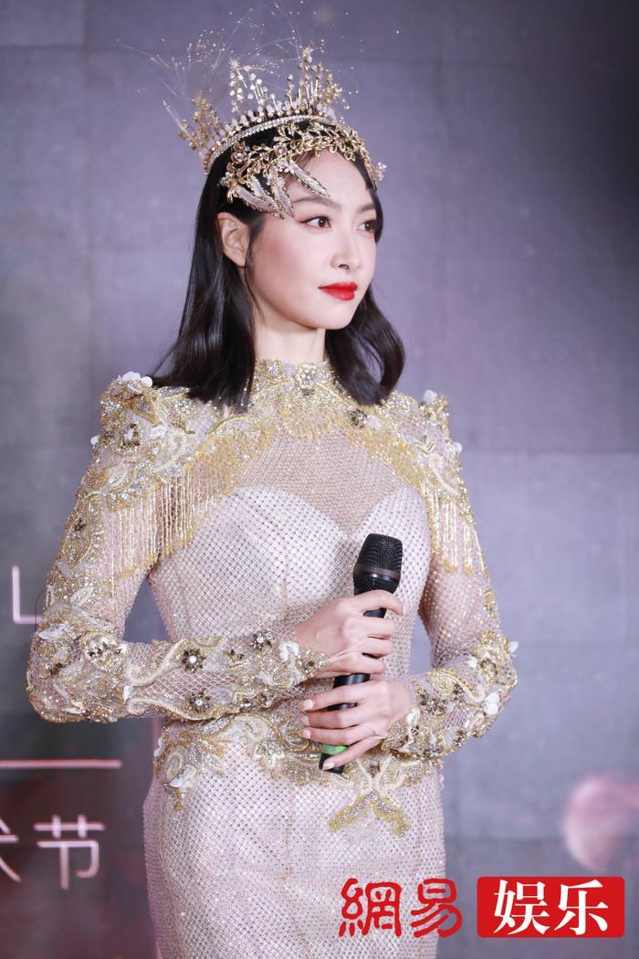 'Kim Ưng 2020': Tống Thiến trở thành nữ thần, Quan Hiểu Đồng kém sắc, Đàm Tùng Vận rạng rỡ bên Tống Uy Long Ảnh 54