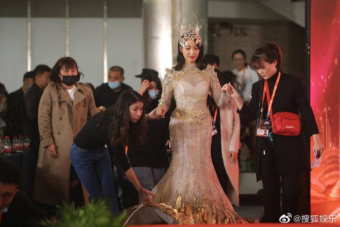 'Kim Ưng 2020': Tống Thiến trở thành nữ thần, Quan Hiểu Đồng kém sắc, Đàm Tùng Vận rạng rỡ bên Tống Uy Long Ảnh 39