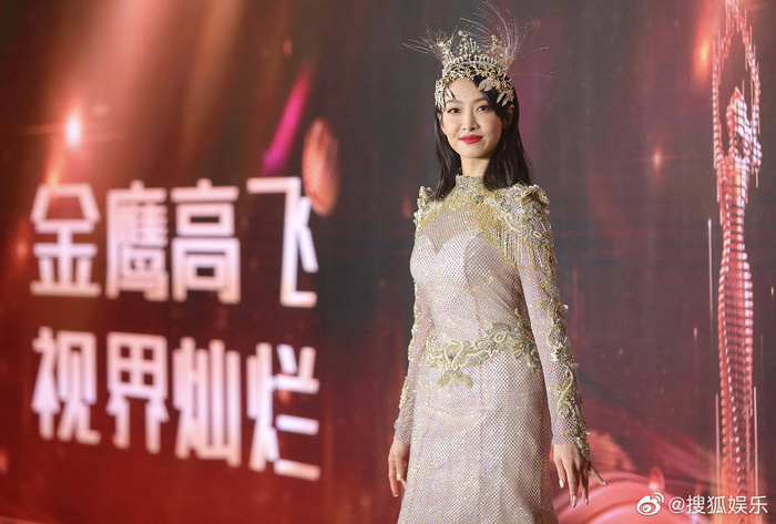 'Kim Ưng 2020': Tống Thiến trở thành nữ thần, Quan Hiểu Đồng kém sắc, Đàm Tùng Vận rạng rỡ bên Tống Uy Long Ảnh 36