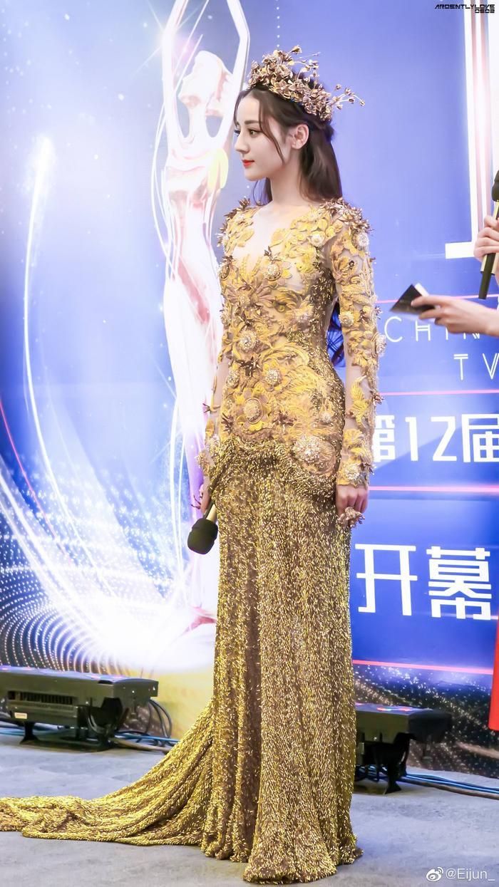 Tống Thiến bị chê là 'Nữ thần Kim Ưng' xấu nhất lịch sử vì chiếc váy thảm họa: Lép vế Triệu Lệ Dĩnh và Địch Lệ Nhiệt Ba! Ảnh 28