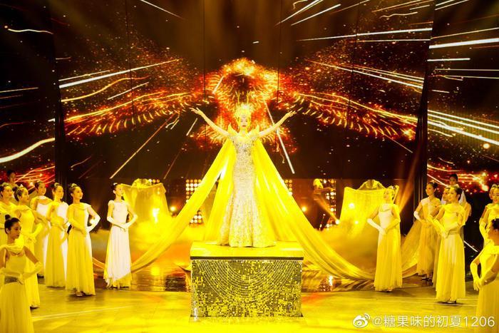 Tống Thiến bị chê là 'Nữ thần Kim Ưng' xấu nhất lịch sử vì chiếc váy thảm họa: Lép vế Triệu Lệ Dĩnh và Địch Lệ Nhiệt Ba! Ảnh 12