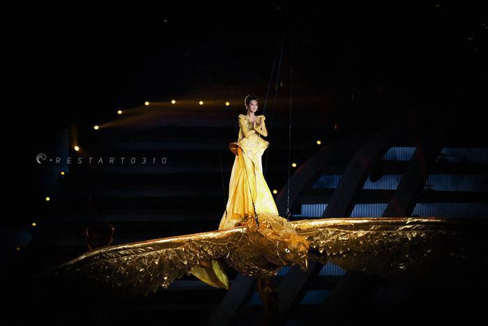 Tống Thiến bị chê là 'Nữ thần Kim Ưng' xấu nhất lịch sử vì chiếc váy thảm họa: Lép vế Triệu Lệ Dĩnh và Địch Lệ Nhiệt Ba! Ảnh 14