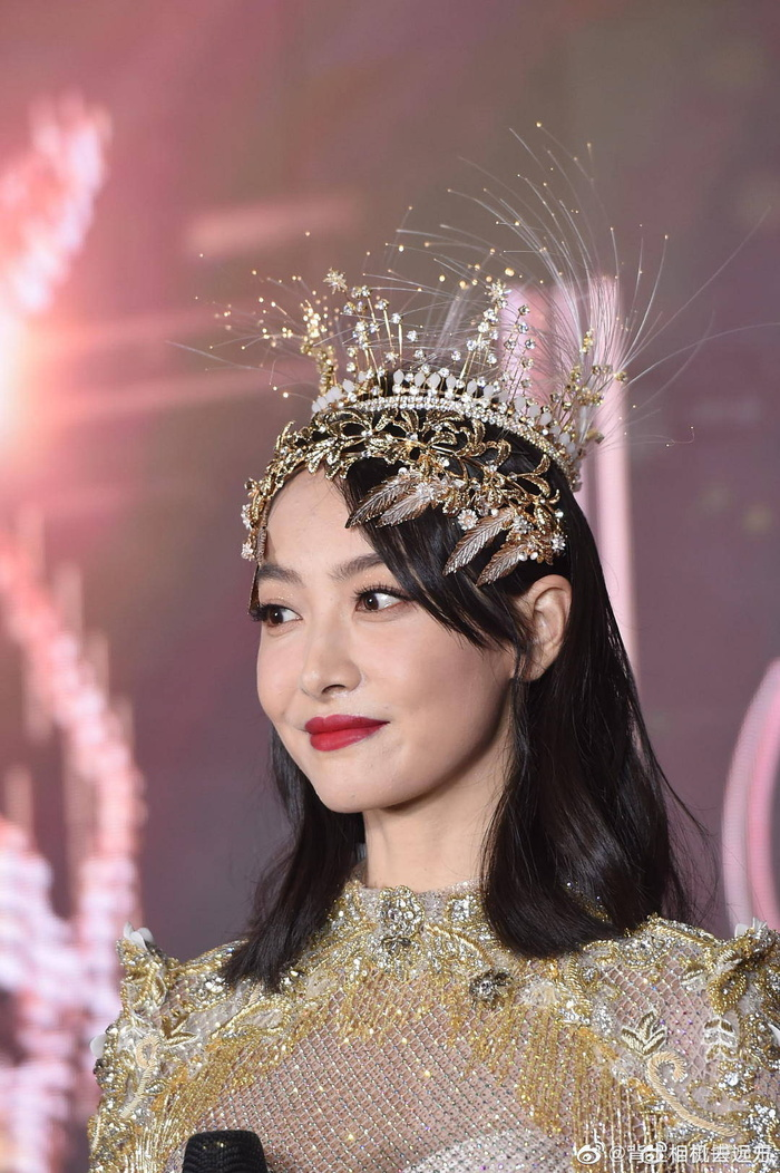Tống Thiến bị chê là 'Nữ thần Kim Ưng' xấu nhất lịch sử vì chiếc váy thảm họa: Lép vế Triệu Lệ Dĩnh và Địch Lệ Nhiệt Ba! Ảnh 32