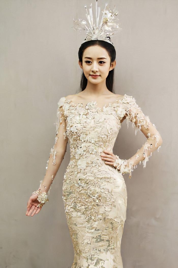Tống Thiến bị chê là 'Nữ thần Kim Ưng' xấu nhất lịch sử vì chiếc váy thảm họa: Lép vế Triệu Lệ Dĩnh và Địch Lệ Nhiệt Ba! Ảnh 22