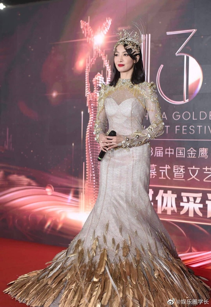 Tống Thiến bị chê là 'Nữ thần Kim Ưng' xấu nhất lịch sử vì chiếc váy thảm họa: Lép vế Triệu Lệ Dĩnh và Địch Lệ Nhiệt Ba! Ảnh 7