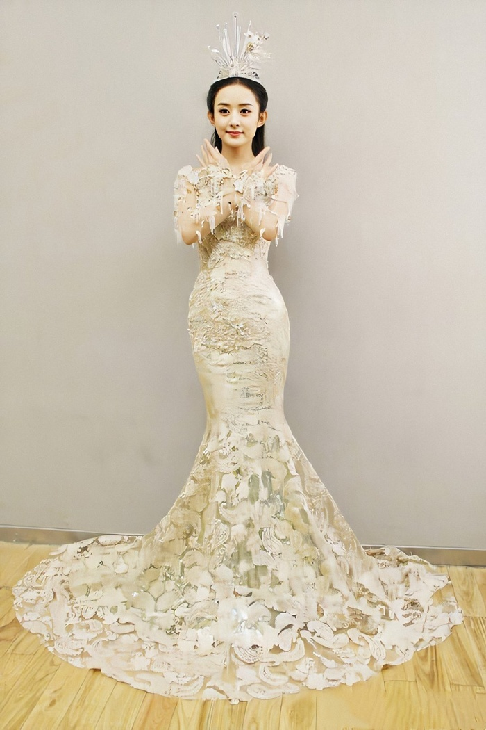 Tống Thiến bị chê là 'Nữ thần Kim Ưng' xấu nhất lịch sử vì chiếc váy thảm họa: Lép vế Triệu Lệ Dĩnh và Địch Lệ Nhiệt Ba! Ảnh 34