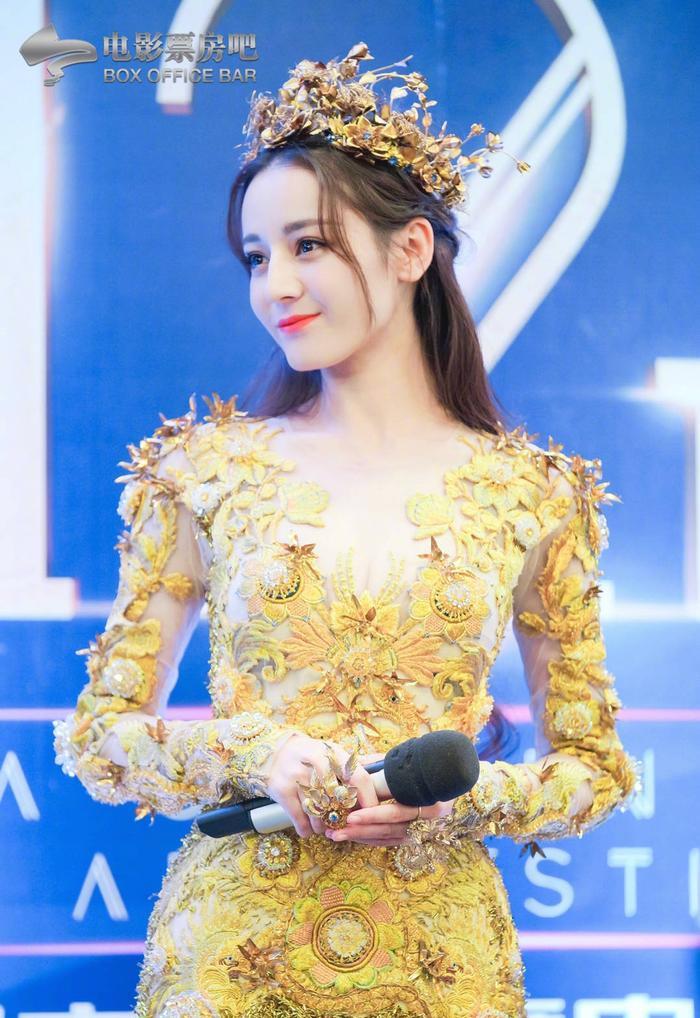 Tống Thiến bị chê là 'Nữ thần Kim Ưng' xấu nhất lịch sử vì chiếc váy thảm họa: Lép vế Triệu Lệ Dĩnh và Địch Lệ Nhiệt Ba! Ảnh 26
