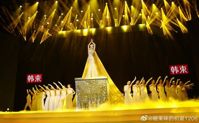Tống Thiến bị chê là 'Nữ thần Kim Ưng' xấu nhất lịch sử vì chiếc váy thảm họa: Lép vế Triệu Lệ Dĩnh và Địch Lệ Nhiệt Ba! Ảnh 10