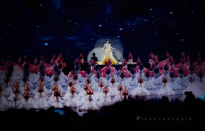 Tống Thiến bị chê là 'Nữ thần Kim Ưng' xấu nhất lịch sử vì chiếc váy thảm họa: Lép vế Triệu Lệ Dĩnh và Địch Lệ Nhiệt Ba! Ảnh 15