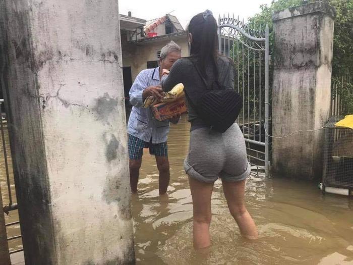 Thủy Tiên update số tiền quyên góp 40 tỷ, viết tâm thư xúc động cập nhật tình hình sau 3 ngày ra Huế cứu trợ Ảnh 6