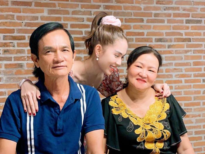Ngọc Trinh túc trực liên tục 2 ngày trong bệnh viện để chăm sóc ba ruột Ảnh 8